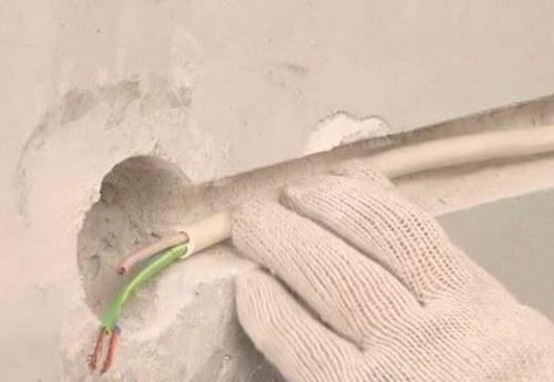 Укладка кабеля в квартире под розетку