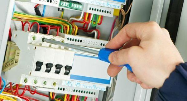 Услуги электрика на дому