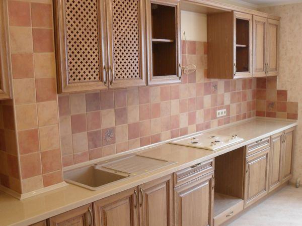 Отделка плиткой стен кухни