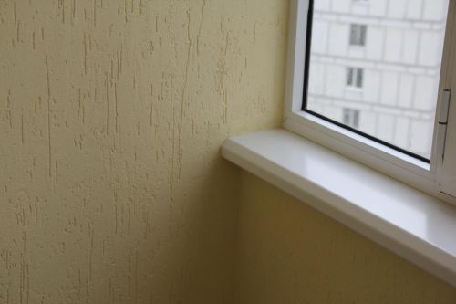 Отделка балкона короедом
