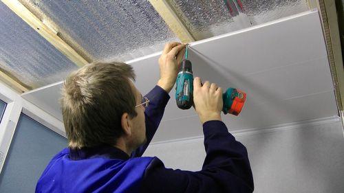 Обшивка потолка в ванной пластиком