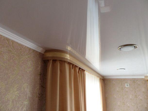 Потолочный карниз в натяжной потолок