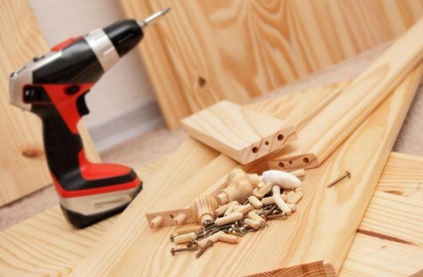 Инструменты мастера для сборки мебели из дерева